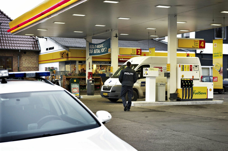 Fyns Politi fortsætter eftersøgningen af gerningsmanden til et seksuelt overgreb mod en 10-årig pige på Fyn. Som et yderligere led i efterforskningen har politiet fredag bedt om overvågningsfilm fra tankstationer i Ørbæk .