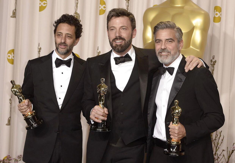 Ben Affleck og producerne Grant Heslov og George Clooney fik det helt store smil frem, efter at 'Argo' løb med prisen for bedste film ved årets Oscar-uddeling.