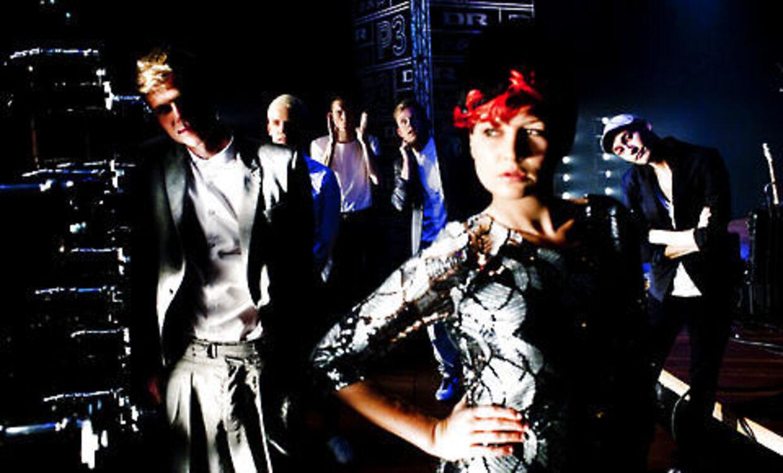 DanskeAlphabeat har netop sagt ja til at være opvarmnings-band for Lady Gaga på hendes turne i England og Irland næste år.