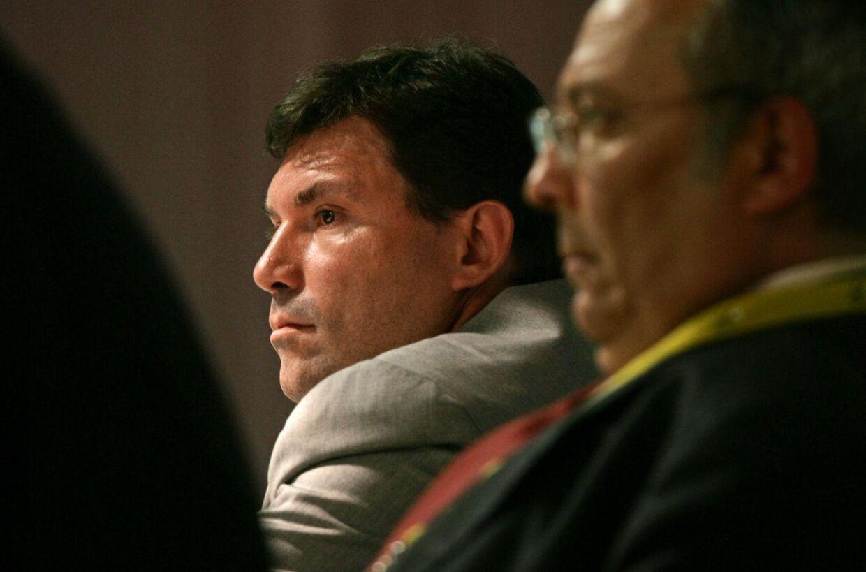 I midten af billedet ses Mario Zorzoli, UCIs cheflæge.