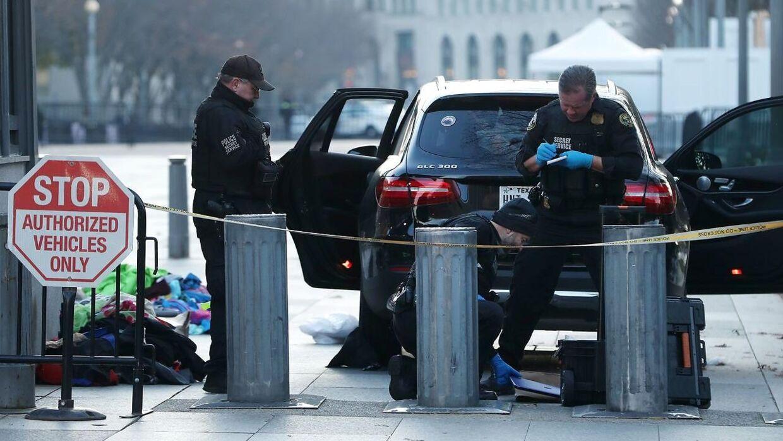 Hvem der sad bag rattet i den sorte Mercedes firehjulstrækker, har politiet endu ikke oplyst.