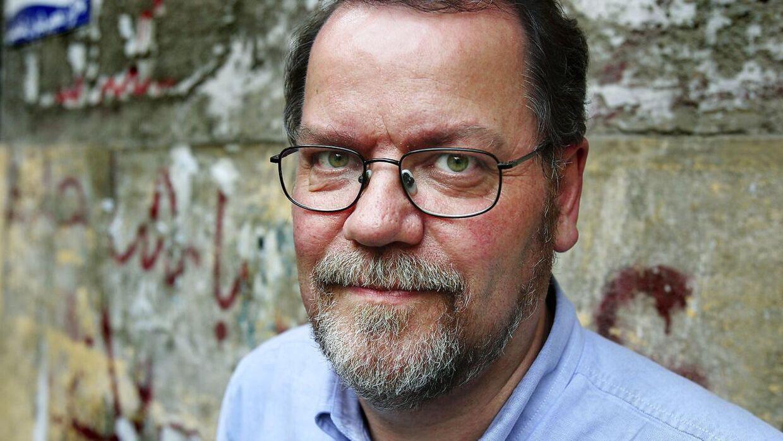 TV 2-journalist Steffen Jensen er ikke tilfreds med, at Langeland Bibliotek indskærper dets åbningstider på grund af lømler.