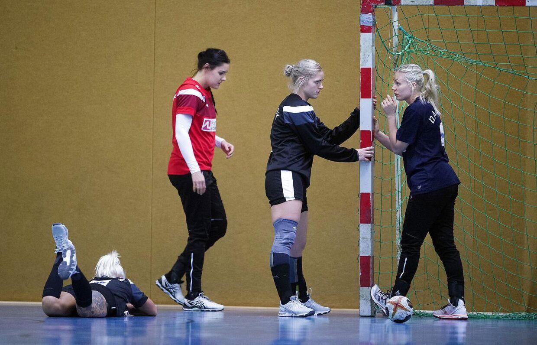 Stine Bodholt (nummer to fra venstre) og Lotte Grigel (yderst til højre).