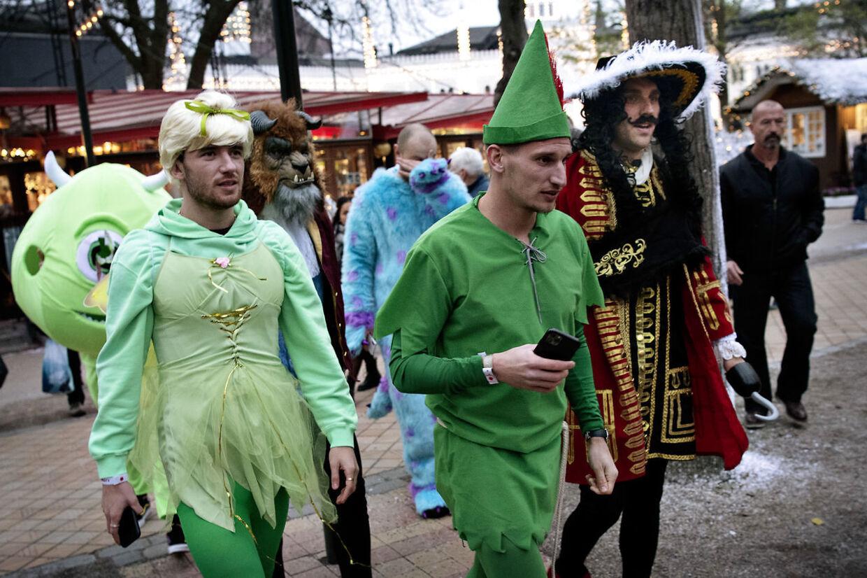 James Maddison som 'Klokkeblomst' og Marc Albrighton som 'Peter Pan'.