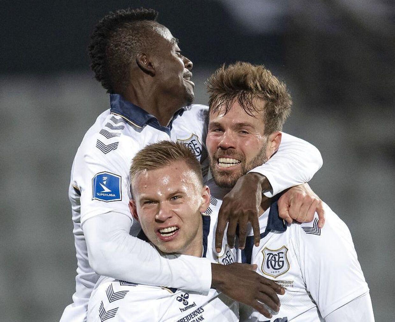 AGF-angriberen Patrick Mortensen jubler med Jon Thorsteinsson og Mustapha Bundu over en scoring mod Brøndby IF i søndag aftens superligakamp i Aarhus.