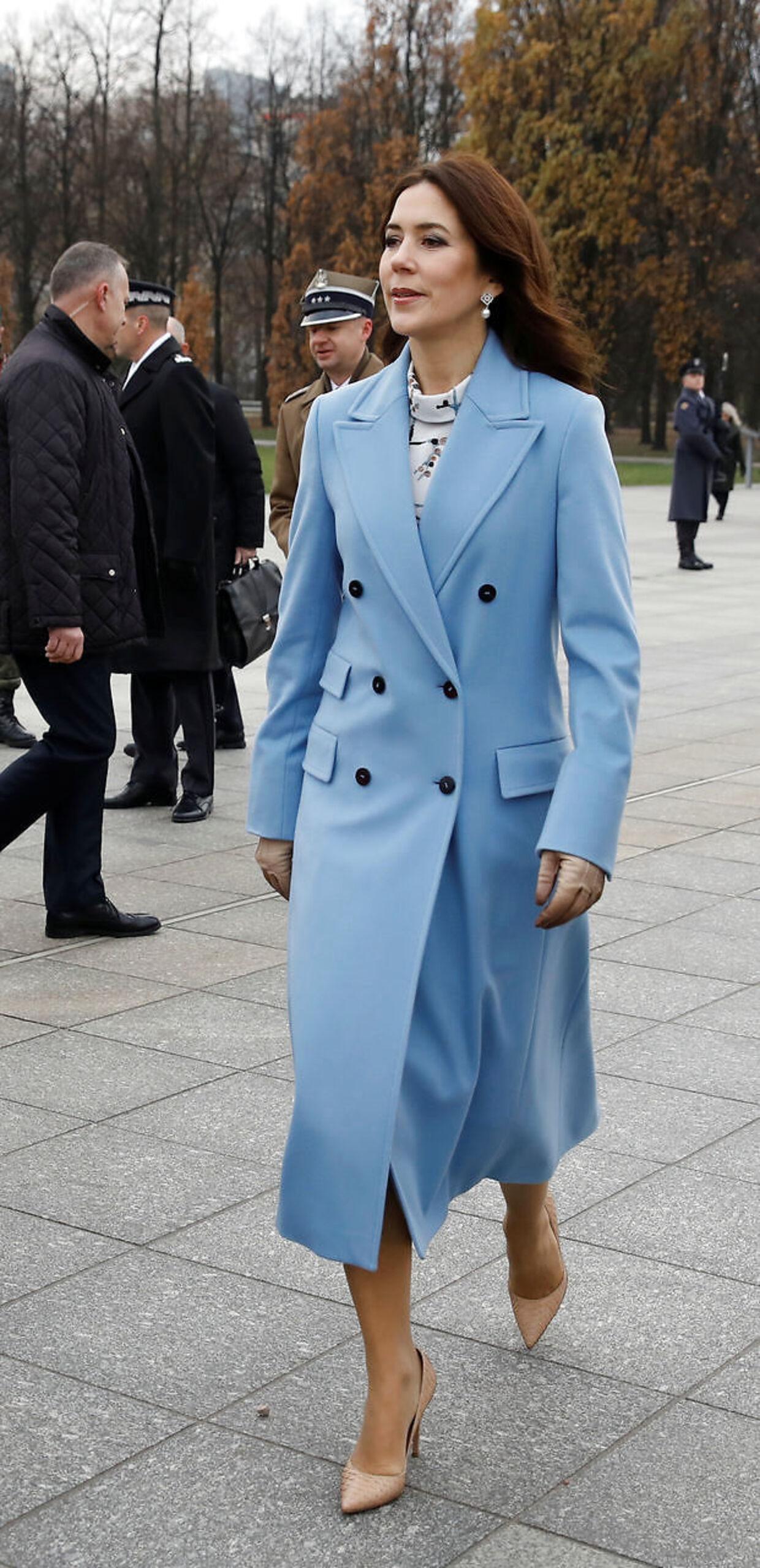 Mary fik ros i de britiske medier for sin fine, blå frakke.