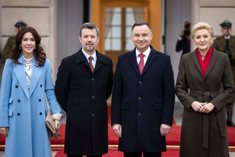 Kronprinsparret ankom til det polske præsidentpalads som det første. Her var sikkerheden meget højt. Kronprinsparret mødtes med det polske præsidentpar.
