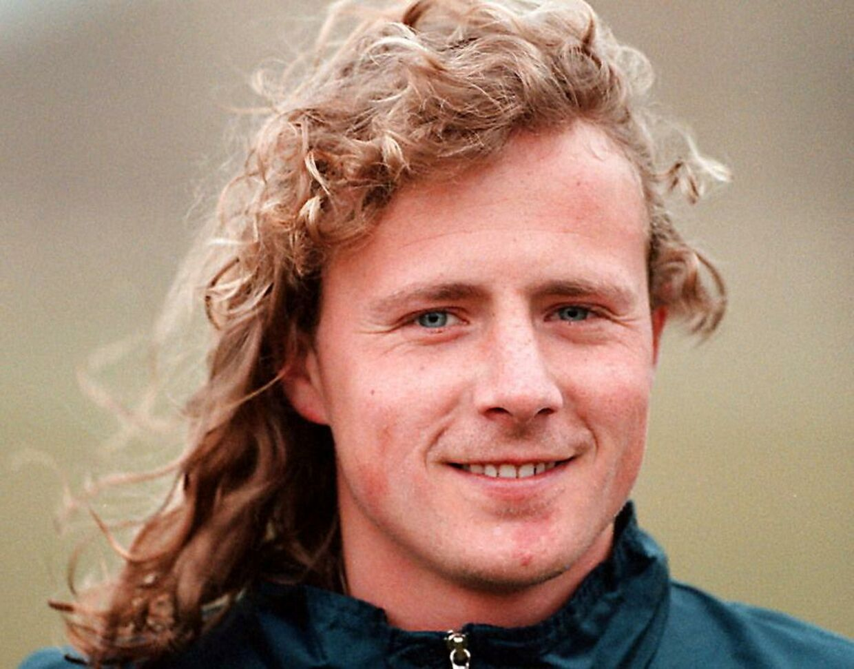 En noget yngre Bo Henriksen, dog med længere hår.