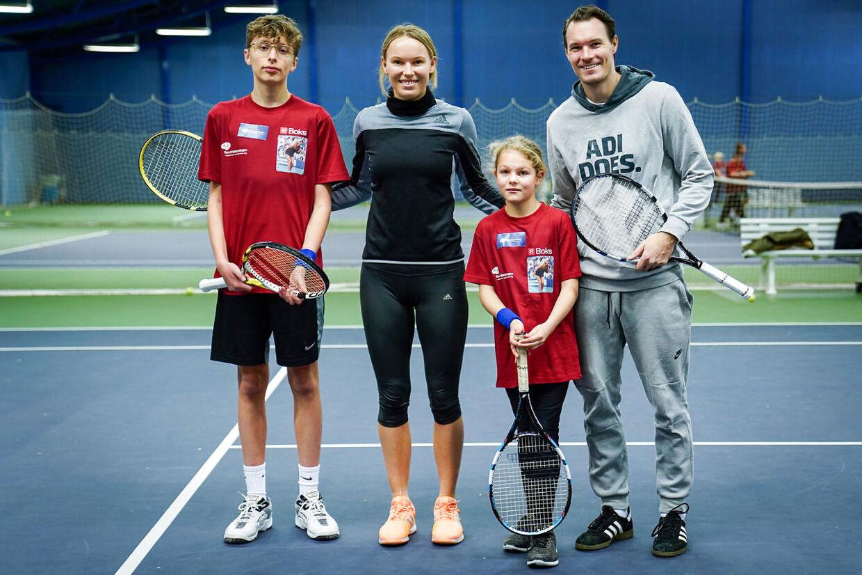 Caroline Wozniacki sammen med Sebastian og Jasmin på 15 år og 13 år, efter et spil tennis på KB's tennis baner på Frederiksberg, tirsdag den 26. november 2019