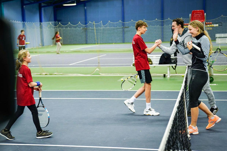 Caroline Wozniacki efter et spil tennis med Sebastian og Jasmin på 15 og 13 år, på KB's tennis baner på Frederiksberg, tirsdag den 26. november 2019