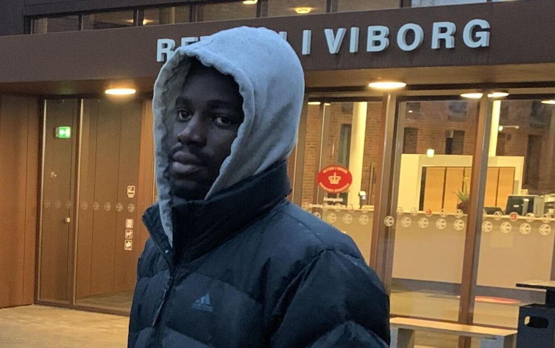 Bernio Verhagen uden for Retten i Viborg efter grundlovsforhøret 27. november, hvor han blev varetægtsfængslet i tre uger.