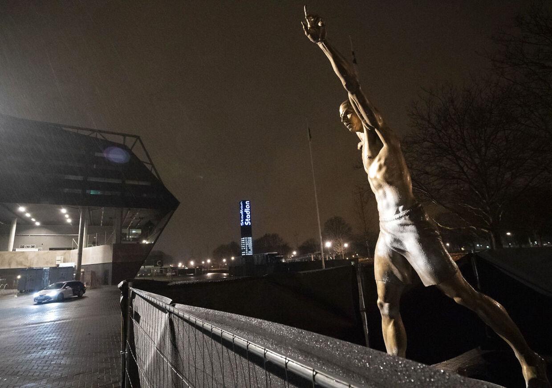 Der er nu blevet lavet en jernring rundt om statuen i Malmö, efter den tidligere er blevet vandaliseret af rasende fans.