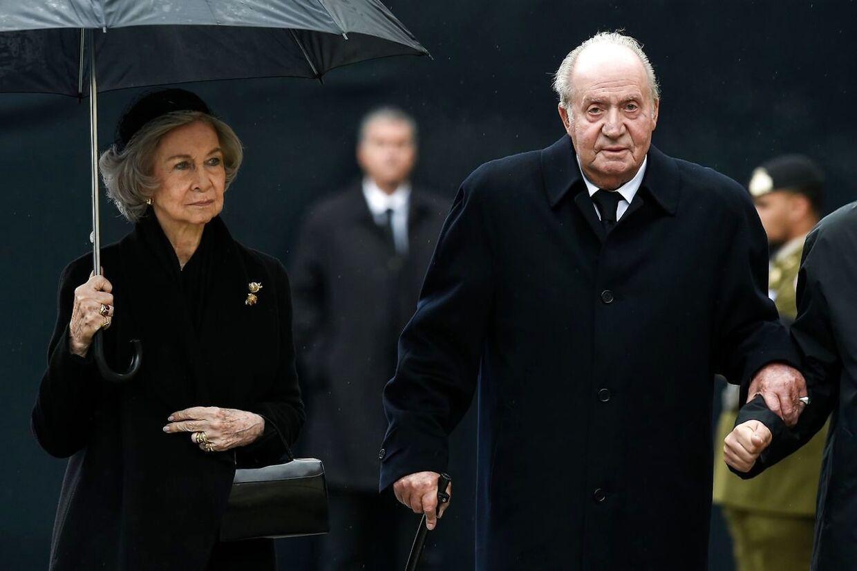 Dronning Sofia ses her ved siden af sin mand, den tidligee spanske konge Juan Carlos, der har været involveret i et hav af skandaler.