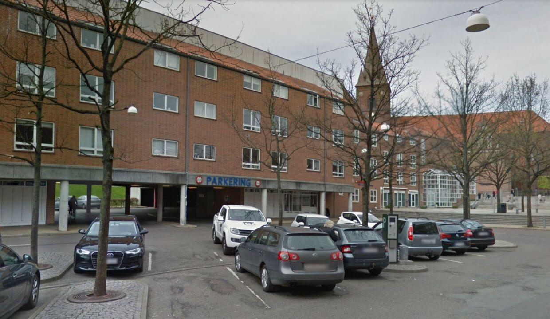 Liget af den 65-årige mand blev glemt i 10 dage i hans lejlighed i Midtgården i Kolding, efter at hjemmehjælpere, politiet og en læge havde været der.