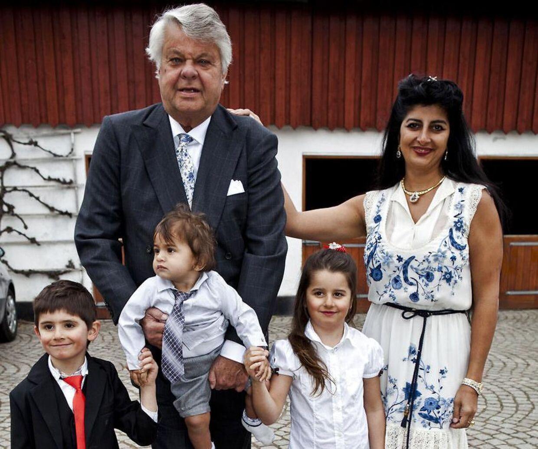 Christian Kjær ses her med Susan Astani, hendes to børn og deres fælles søn.
