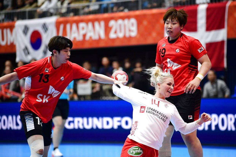 Lotte Griegel i aktion da Danmark møder Sydkorea, i den indledende runde i Gruppe B, under Kvindernes Håndbold VM i Kumamoto Prefectural Gymnasium i Japan, søndag den 1. december 2019. . (Foto: Bo Amstrup/Ritzau Scanpix)