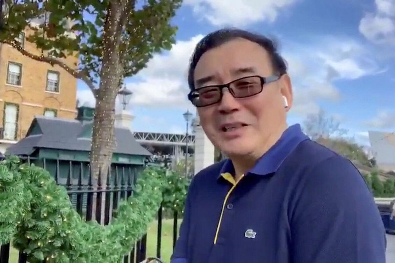 Her ses et skærmbillede, mens den australske forfatter Yang Hengjun ønsker godt nytår til sine Twitter-følgere, inden han blev tilbageholdt i Kina. Twitter @yanghengjun/Reuters