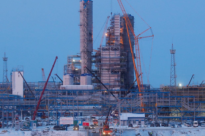 En del af det gigantiske gasanlæg i Amur-regionen i Rusland, hvor Gazprom mandag har åbnet for en første naturgasledning til Kina.  Den 3000 kilometer lange gasrørledning går fra fjerntliggende regioner i det østlige Sibirien til byen Blagoveshtjensk på grænsen til Kina. Maxim Shemetov/Reuters