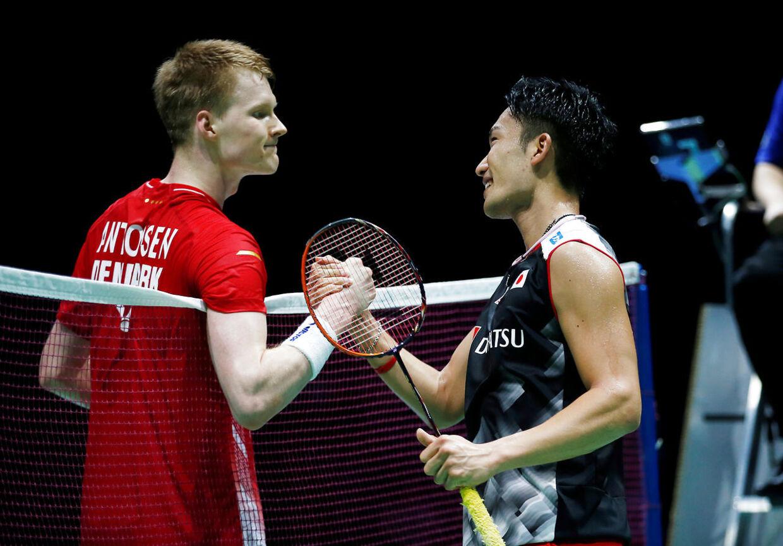 Anders Antonsen tabte herresinglefinalen ved badminton-VM i Schweiz til Kento Momota.