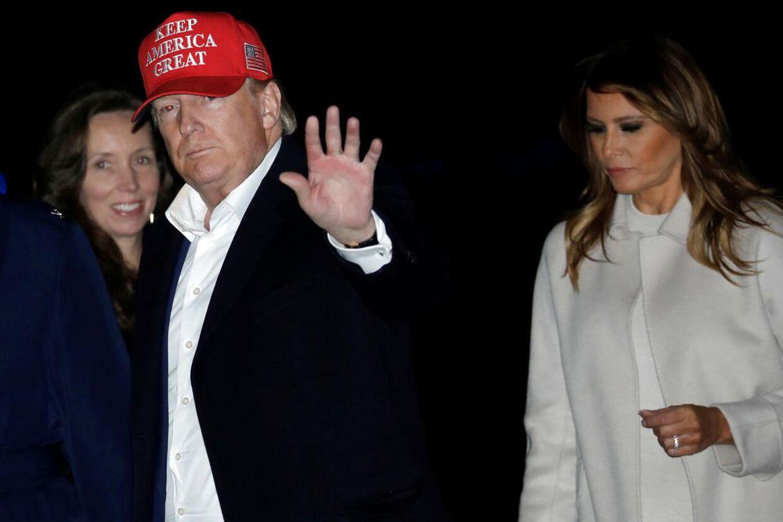 Kølig luft? Ifølge en ny bog sover præsidenten og førstedamen ikke alene i hvert sit soveværelse men også på hver sin etage i Det Hvide Hus.