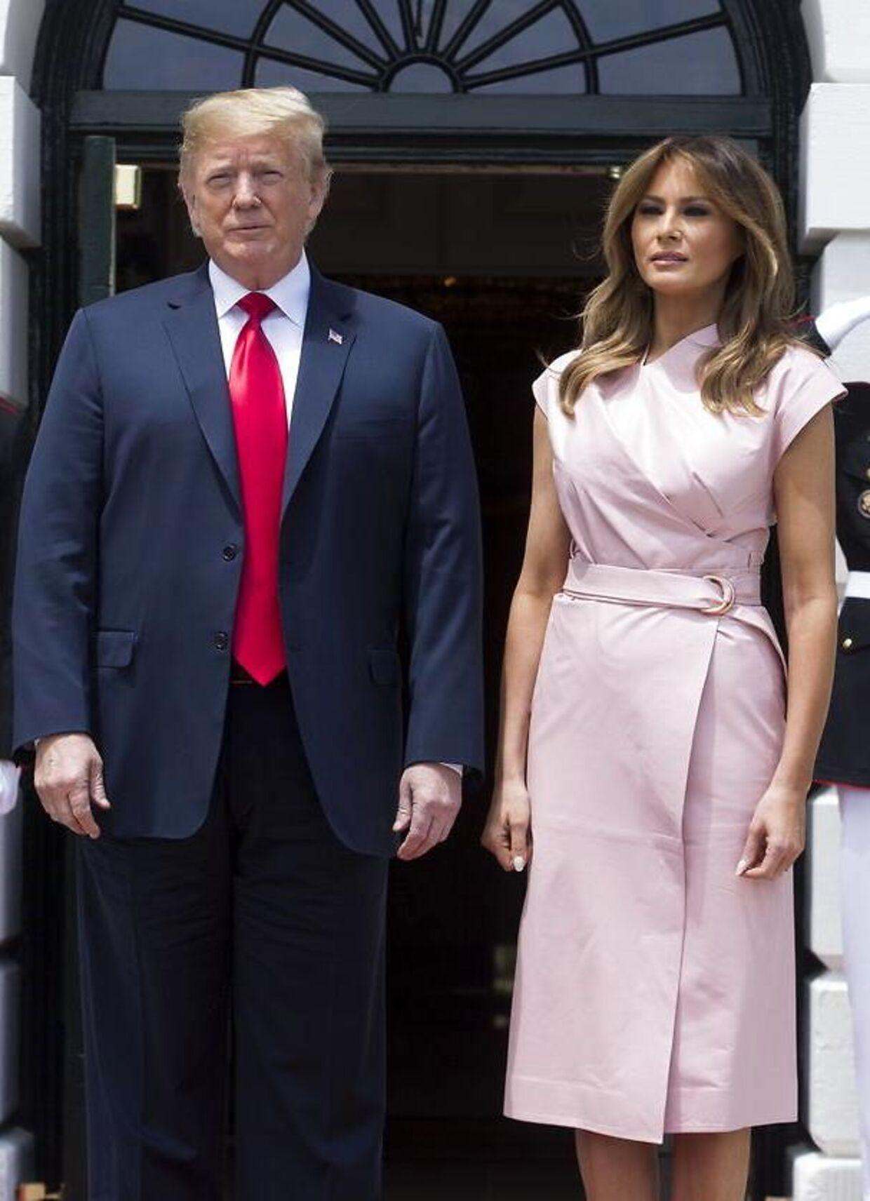Der er sjældent den store fysiske kontakt imellem præsidenten og førstedamen.
