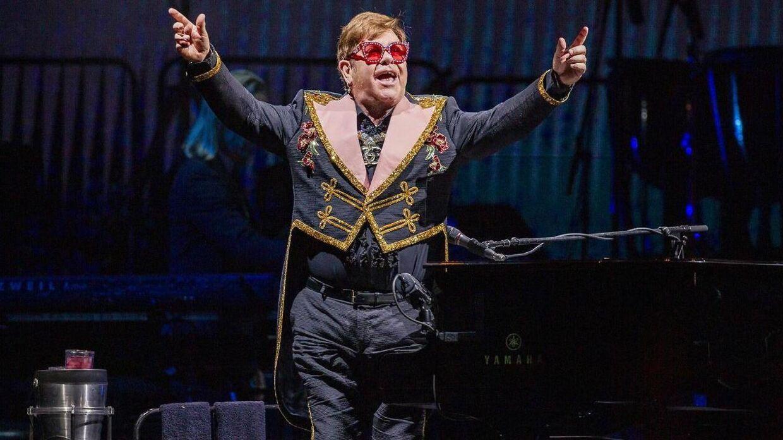 Elton John til koncerten i Perth søndag, hvor han blev rasende på sikkerhedsvagterne.