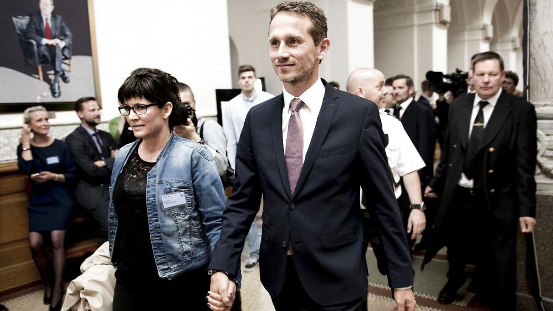 Kristian Jensen med sin kone, Trine Overmark Jensen, på valgdagen i 2015.