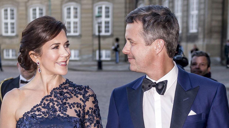 Kronprins Frederik er stolt af, at hans kone er blevet rigsforstander, har han fortalt.