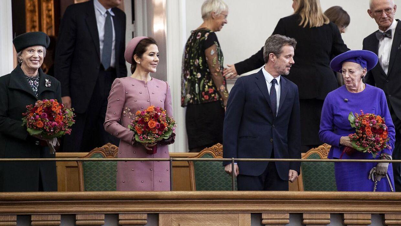 Kronprinsesse Mary kan nu afløse, når hendes mand, kronprins Frederik eller dronninge Margrethe er ude af landet. Prinsesse Benedikte kan også fungere som rigsforstander.