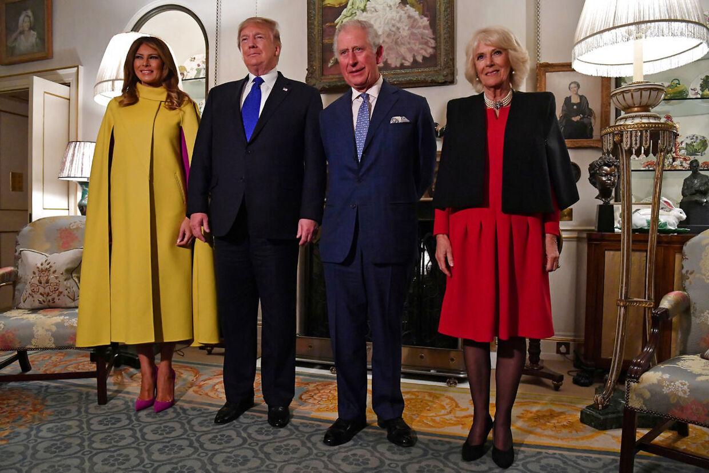 I løbet af de 15 minutter, som besøget varede, da Donald Trump og Melania Trump tirsdag besøgte Prins Charles og Camilla, hertuginde af Cornwall, nåede de at få taget de obligatoriske officielle billeder.