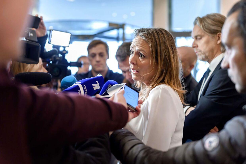 Linda Hofstad Helleland snakker med pressen efter mandagens beslutning om at udelukke Rusland.