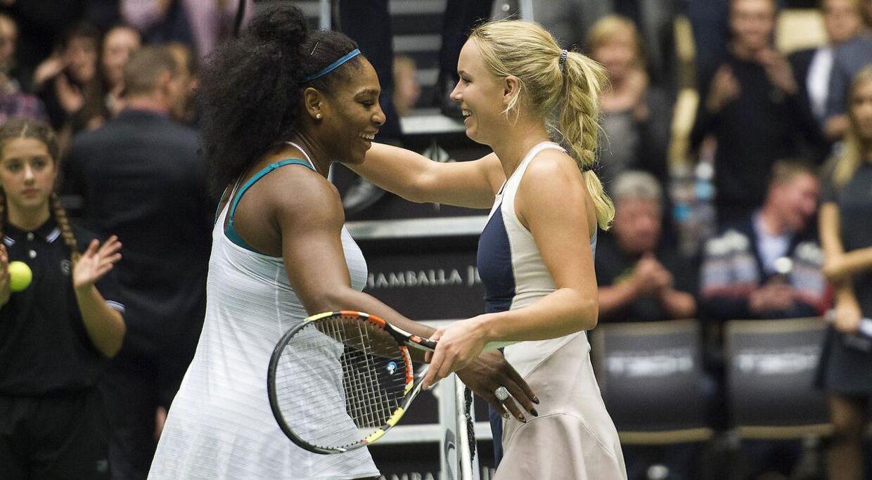 Caroline Wozniacki og Serena Williams duellerede ved en opvisningskamp i Herning i 2015.