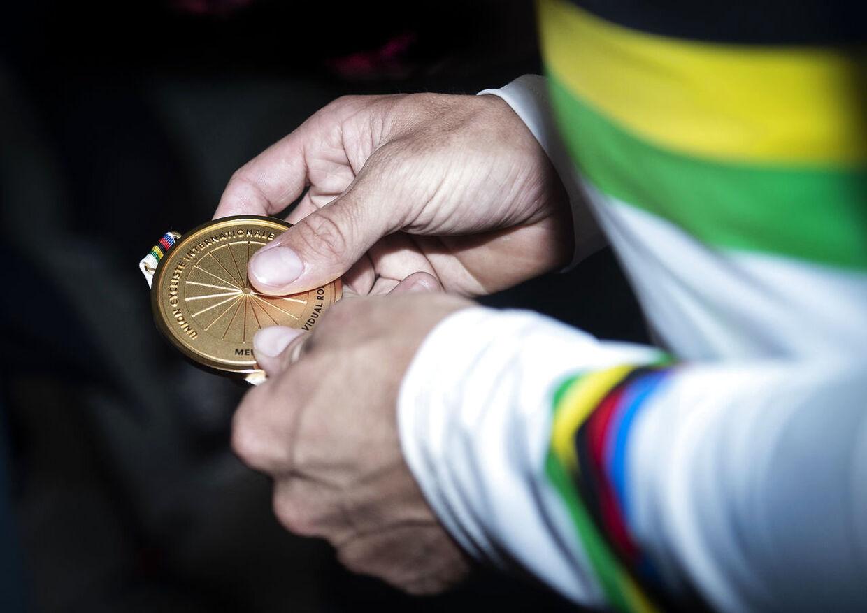 Den famøse medalje, som Christopher Juul-Jensen ikke turde røre.