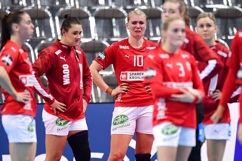 Skuffede danske VM-spillere efter den uafgjorte kamp mod Serbien.