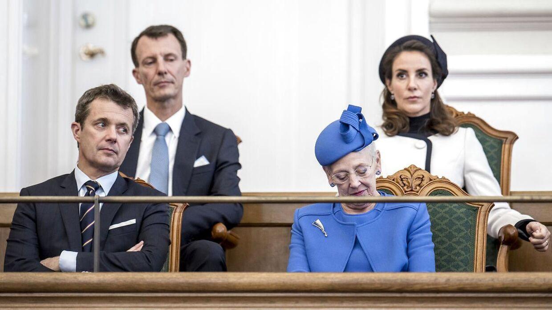 Det er ved at være på tide, at Dronning Margrethe giver tøjlerne videre til Kronprins Frederik, synes mange danskere. Her ses de sammen med prins Joachim og prinsesse Marie til Folketingets åbning på Christiansborg i København, tirsdag den 2. oktober 2018. (Foto: Mads Claus Rasmussen/Ritzau Scanpix)