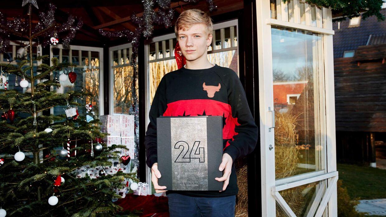 Operation Julegaveregn er et privat initiativ, som siden 2006 har indsamlet penge til fordel for flere julegaver til de ca. 1.500 børn eller socialt udsatte unge som er anbragt på danske børnehjem og døgninstitutioner.