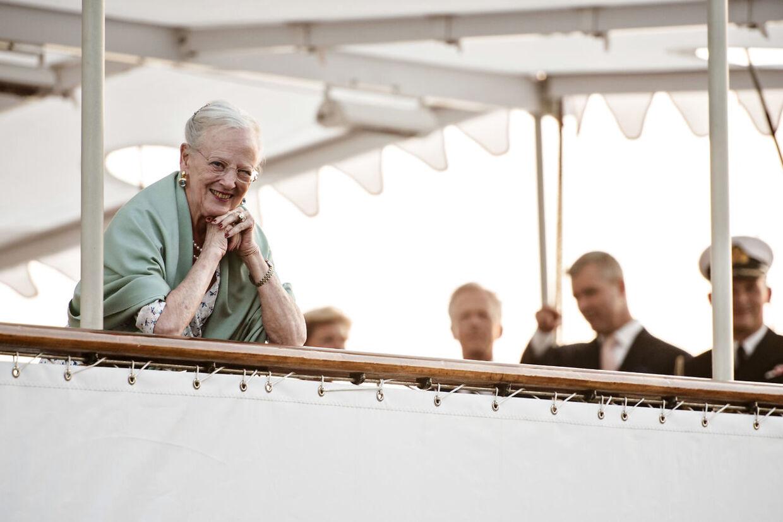 Dronning Margrethe er ifølge tidligere ceremonimester Christian Eugen-Olsen yderst søstærk og helt upåvirket af vind og vejr, som sender alle andre til tælling.