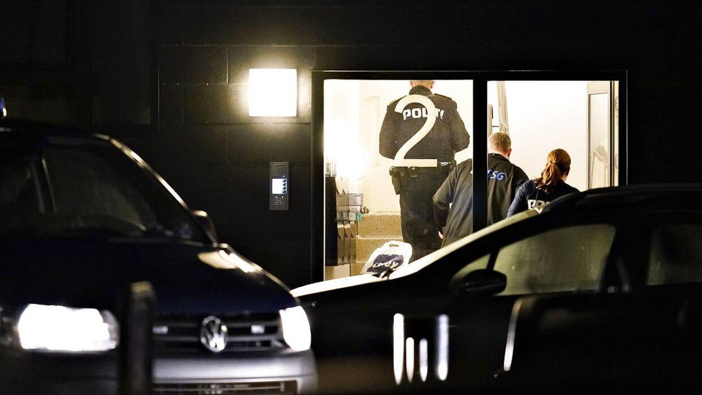 Billede fra onsdagens store anti-terroraktion.Politiet arbejder i forbindelse med terrorsag på Ravnkildevej 12, 1. sal i Aalborg Øst, 11. december 2019. Politiet og PET har ifølge pressemeddelse foretaget en koordineret aktion flere steder i landet angående mistanke om forberedelse af et terrorangreb. Både i Aalborg og i Herlev ved København har politiet været i aktion, men det er uvist, om det har med terrorsagen at gøre.