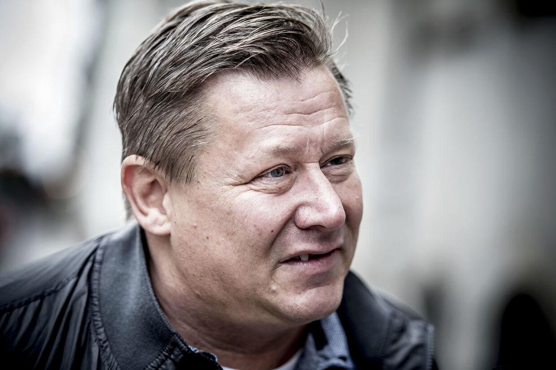 (ARKIV) Kasi-Jesper ankommer mandag den 11. september 2017 til Østre Landsret i København. Jesper Laustrup Nielsen taber et opgør med Skat om et trecifret millionbeløb. Det oplyser Østre Landsret på sin hjemmeside. Sagen handler om, hvorvidt forretningsmanden var berettiget til at blive fritaget for skat i forbindelse med overførsel af værdier til et nyt selskab i forbindelse med samarbejdet med smykkeselskabet Pandora. Det skriver Ritzau, fredag den 12. januar 2018.. (Foto: Mads Claus Rasmussen/Scanpix 2018)