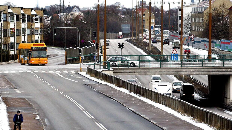 Holbækmotorvejen bliver helt spærret mellem lørdag aften og søndag morgen. Det skyldes etableringen af en gang- og cykelbro over Folehaven. Billedet er hente fra arkivet og viser Holbækmotorvejen et andet sted på strækningen. (Arkivfoto)
