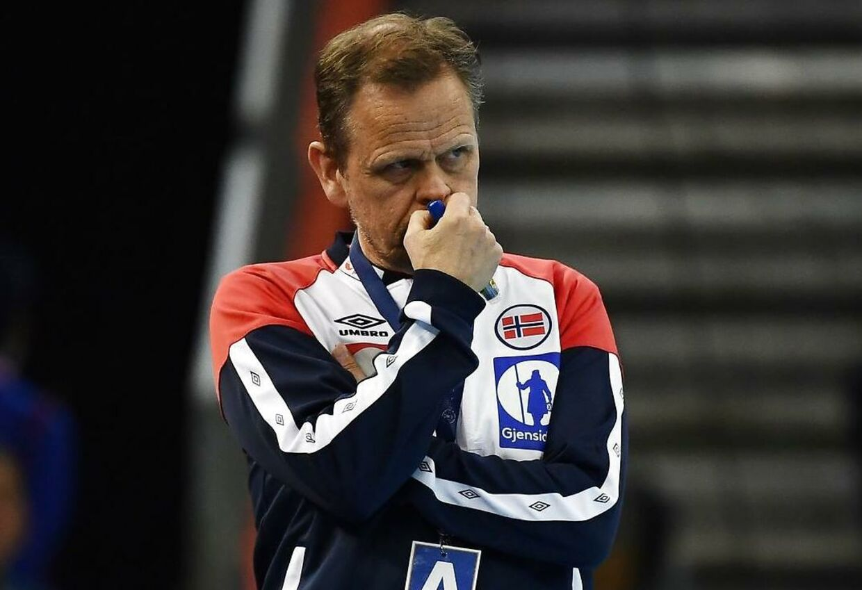 Norges træner Thorir Hergeirsson ser bekymret til.