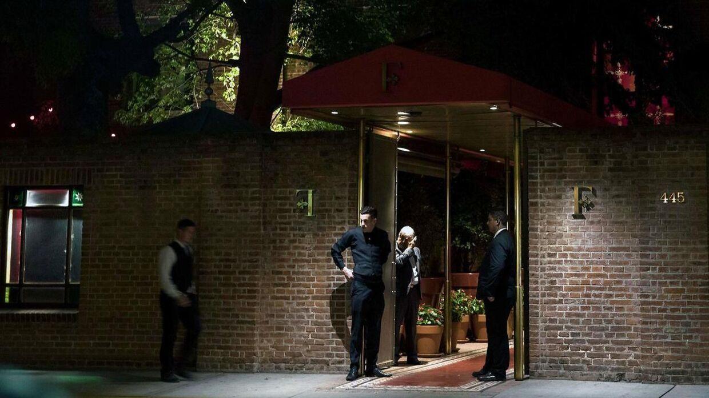 En britisk turist blev skuddræbt og en anden såret på luksushotellet Faena Hotel i Buenos Aires under et tyveriforsøg.