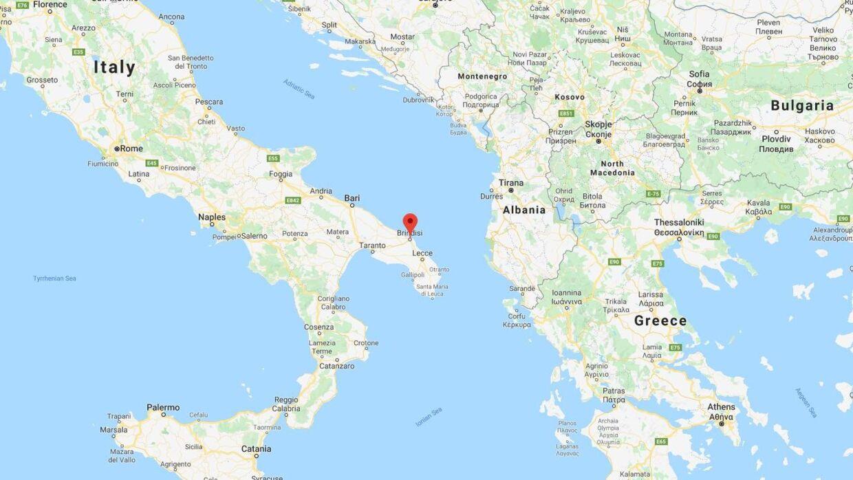 Bomben blev fundet i havnebyen Brindisi i det sydøstlige Italien.