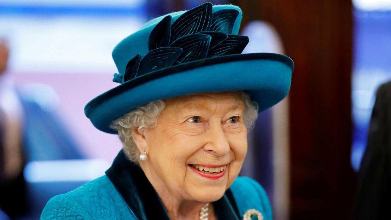 Ifølge kilden er det ikke sikkert, at dronning Elizabeth smiler ligeså meget i disse dage, når hun skriver på sin tale.