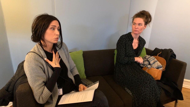 Sandra Mørk (th.) har taget en hel liste af forslag med til Magnus Heunicke (S), som hun mener kan gøres bedre i det danske sygehusvæsen. Foto: Kasper Riising.