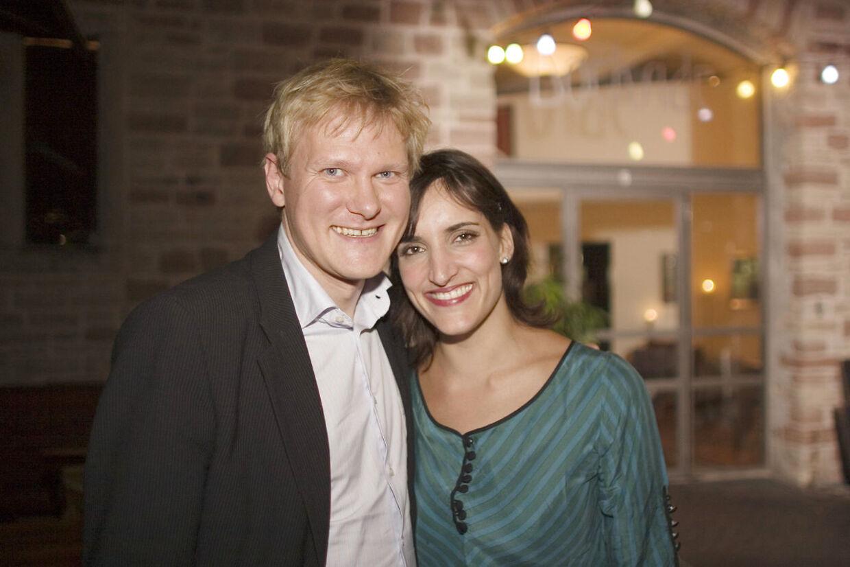 Dina var i 2006 vært på programmet 'Dinas dates', hvor hun var på date med forskellige kendte danske mænd. Billedet er fra hendes date med Kasper Holten.