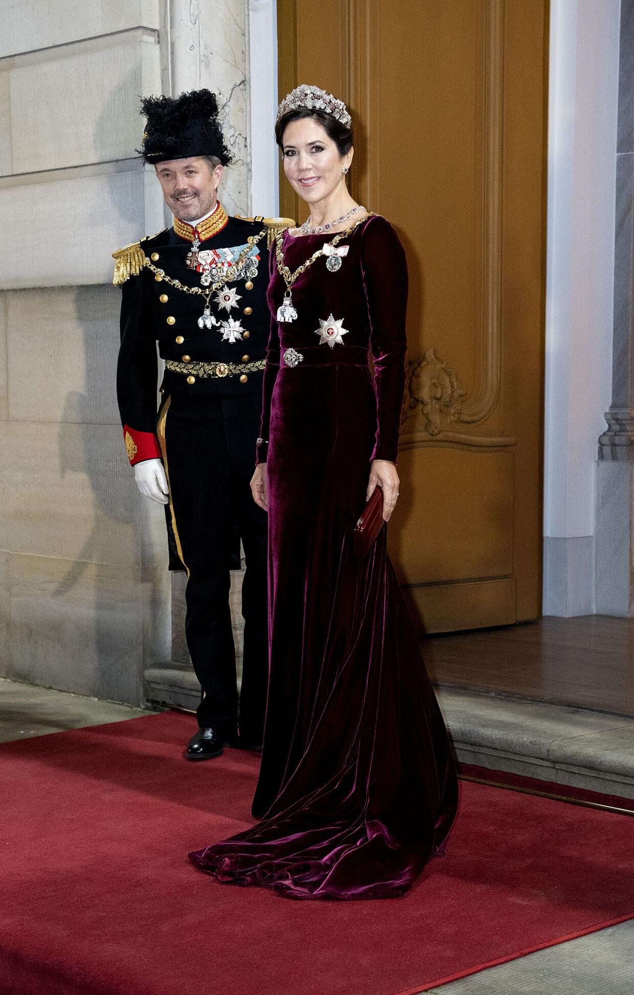 Kronprinsesse Mary og kronprins Frederik ankommer, da dronning Margrethe afholder nytårskur og -taffel for regeringen, Folketingets formand, repræsentanter for det officielle Danmark og hoffet i Christian VII's Palæ, Amalienborg, onsdag den 1. januar 2020. (foto Keld Navntoft/Ritzau Scanpix )