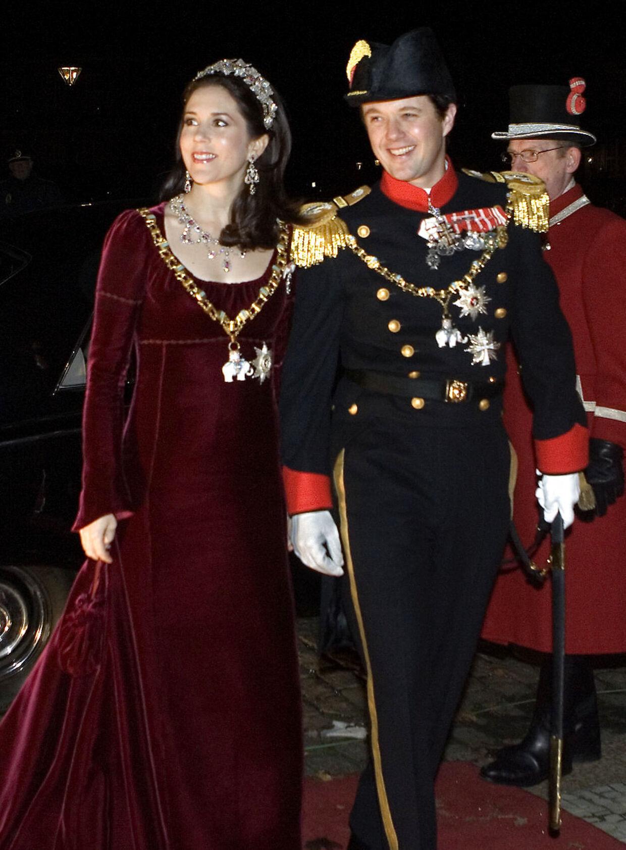Kronprinsesse Mary og kronprins Frederik ved nytårstaflet i 2007.