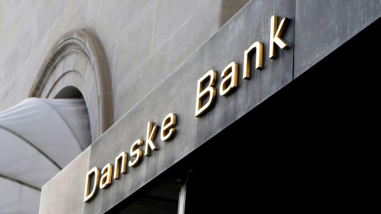 Flere underer sig over, at Danske Bank på Twitter kalder det forgangne årti for 'gyldent'.