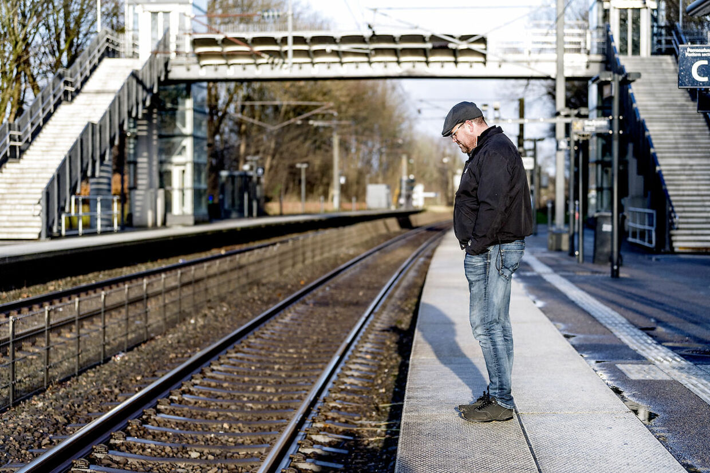 Carsten Lutz kan ikke nærme sig en S-togsstation, uden at angsten hamrer i kroppen. Til nød kan han tage regionaltoget, der har andre lyde end S-toget.